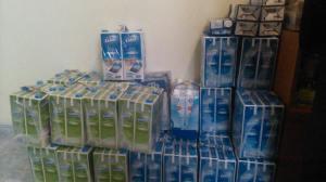 Els 250 litres de llet seran usats per atendre les persones acollides a l'alberg (Foto: Marc Busquets).