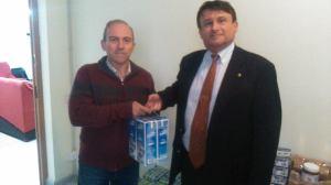 El coordinador dels monitors de la Fundació, en Josep Maria Carreto, amb el vicepresident del Lions Club, en Jacques Beruck (Foto: Marc Busquets).